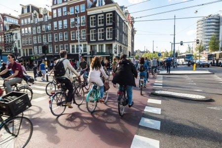 Orasele Amsterdam si Rotterdam isi vor ajuta cetatenii sa scape de datorii. Nu trebuie sa faca nici macar o cerere