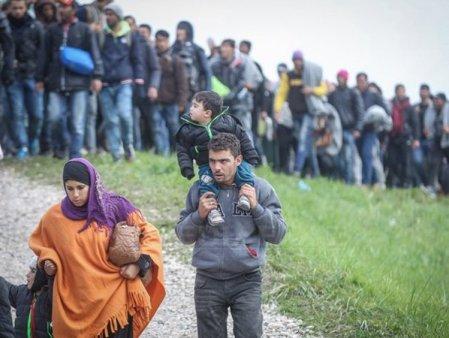 Criza migrantilor separa UE in doua tabere.12 tarile cer construirea de bariere fizice