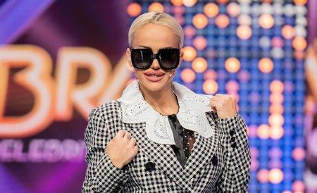 Anda <span style='background:#EDF514'>ADAM</span>, la un pas sa ramana cu sanii pe afara, in cadrul emisiunii Bravo, ai stil! Celebrities. Cum a venit imbracata in fata tuturor