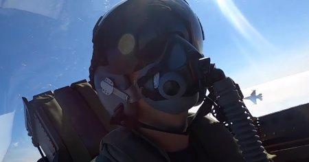 Imagini spectaculoase, cu o lupta aeriana simulata intre un avion de vanatoare canadian si un F-16 romanesc