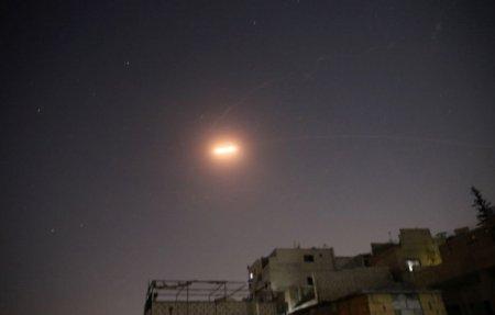 O baza aeriana din <span style='background:#EDF514'>SIRIA</span> a fost tinta unui atac cu rachete atribuit Israelului