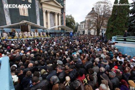 Cate persoane au trecut pe la racla Sfintei Parascheva in primele 12 ore ale pelerinajului. Au fost oameni care n-au fost lasati sa intre