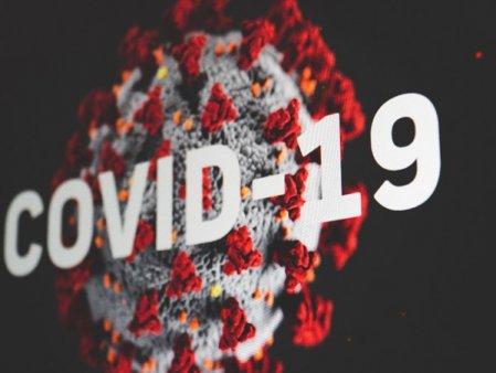 Statistici realizate de Institutul National de Sanatate Publica: Cat la <span style='background:#EDF514'>SUTA</span> din  totalul persoanelor infectate au fost vaccinate cu o doza sau cu ambele doze