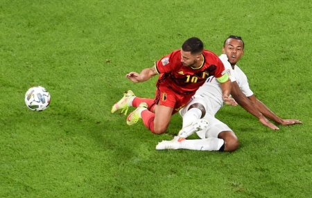 Un suporter a fost jefuit pe stadion de tricoul primit de la fotbalistul francez Jules Kounde