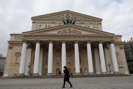 Un <span style='background:#EDF514'>DANS</span>ator de la Teatrul Bolsoi din Moscova a murit sub ochii spectatorilor, strivit de un decor