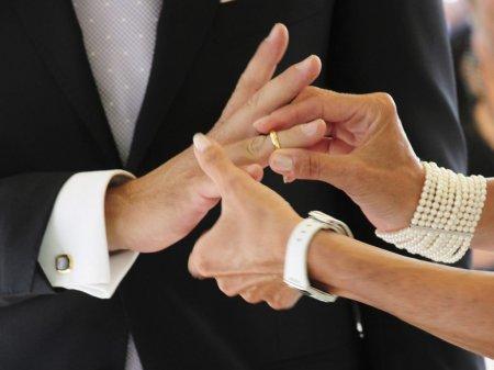 Doua nunti si un botez dintr-o comuna aflata in carantina, oprite de politisti si jandarmi