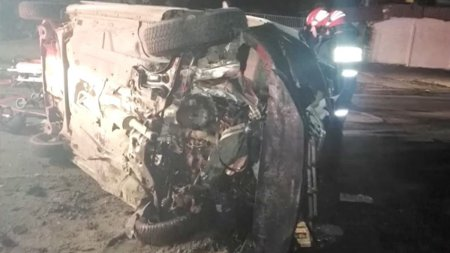 <span style='background:#EDF514'>ACCIDENT GRAV</span> in Galati: Un taxi a fost spulberat de un Mini Cooper. Toate cele 5 victime, incarcerate