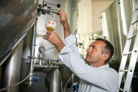 Povestea francezului mutat in Romania care face bere artizanala cu apa de Buzau