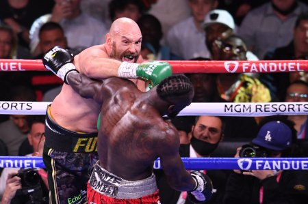 Tyson Fury l-a invins prin KO pe Deontay <span style='background:#EDF514'>WILD</span>er intr-o lupta epica in Las Vegas