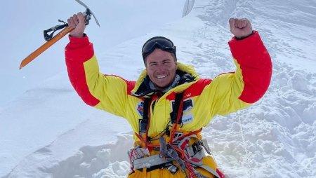 Performanta sa este pur si simplu extraordinara. Rusul Rustam Nabiev, primul alpinist fara picioare care a escaladat <span style='background:#EDF514'>HIMALAYA</span>