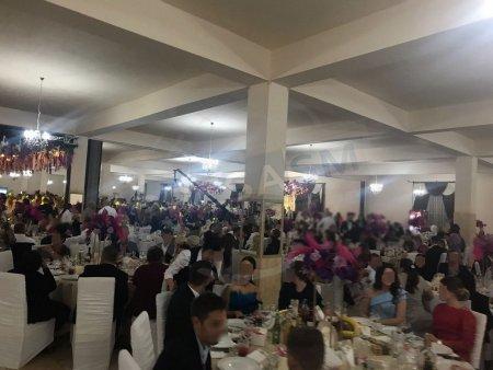 Organizatori si <span style='background:#EDF514'>PARTICIPANT</span>i la nunti si botezuri, amendati de politisti