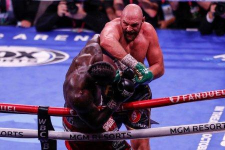 Tyson Fury si-a pastrat centura de campion mondial al greilor, dupa ce l-a facut KO pe Deontay <span style='background:#EDF514'>WILD</span>er