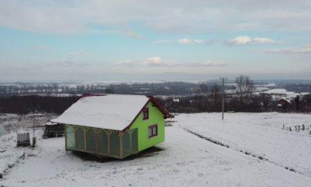Un bosniac a facut o casa rotativa pentru a-i oferi sotiei o panorama mereu in schimbare