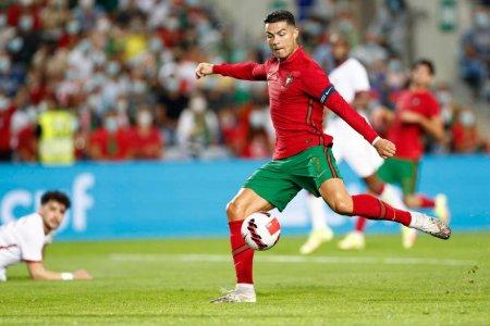 <span style='background:#EDF514'>CRISTIANO RONALDO</span> a devenit fotbalistul european cu cele mai multe selectii la echipa nationala