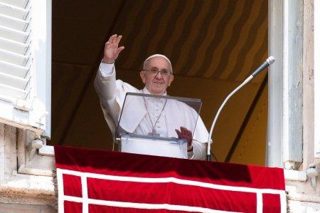 Papa Francisc lanseaza o consultare in masa cu privire la <span style='background:#EDF514'>REFORMA</span> Bisericii