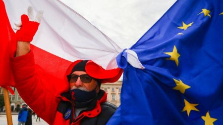 Problema Polexit: Zeci de mii de polonezi au iesit la proteste