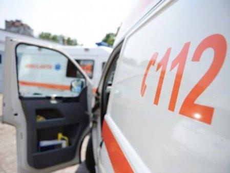 Coada de ambulante la spitalul Sfanta Paraschieva din Iasi. Unii pacienti COVID impart aceeasi salvare sa ajunga la Urgente