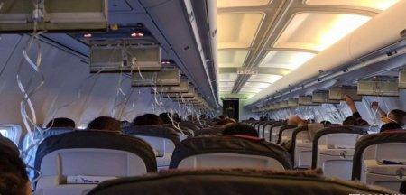 Avion Blue Air depresurizat inainte de aterizarea pe <span style='background:#EDF514'>AEROPORTUL</span> Otopeni. Pasagerii spun ca mastile de oxigen nu au functionat