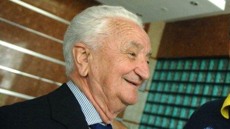 A murit antrenorul <span style='background:#EDF514'>CORNEL</span> Dragusin. Fostul selectioner al echipei nationale avea 95 de ani