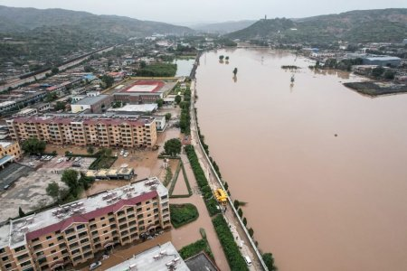 China, lovita din nou de inundatii puternice. Aproape doua milioane de oameni au fost afectati