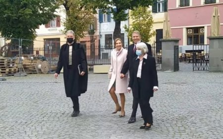 Presedintele Klaus Iohannis si sotia sa, surprinsi fara masca de protectie duminica la Sibiu