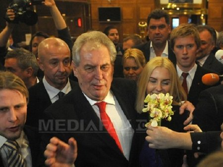 Ultimele informatii despre sanatatea lui <span style='background:#EDF514'>MILOS</span> Zeman, presedintele in varsta de 77 de ani al Cehiei
