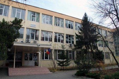 Directorii de scoli, luati in vizor de Sorin Cimpeanu. Reguli de trecere in online sunt de 10 zile. Sa-si asume <span style='background:#EDF514'>RASPUNDERE</span>a