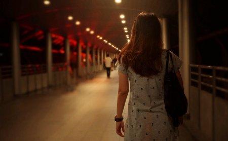 Decizia luata de Marea Britanie dupa ce mai multe femei au fost rapite pe strada. Sustine inventarea unui serviciu de ur<span style='background:#EDF514'>MARIRE</span> pe telefon