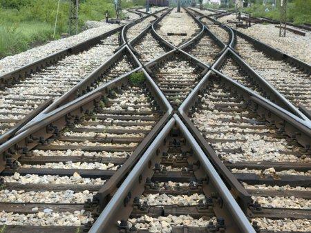 Jandarmii au salvat de la suicid o femeie care se asezase pe calea ferata
