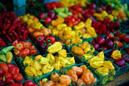 Franta va interzice ambalajele din plastic pentru aproape toate fructele si legumele din ianuarie 2022