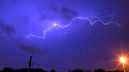 Avertizare meteo: Un ciclon va lovi Romania. Cod portocaliu de ploi torentiale si vant puternic