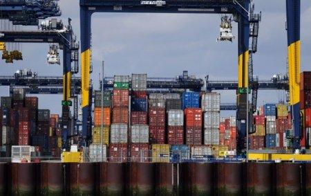 Cel mai mare port din Marea Britanie, care gestioneaza 40% din totalul containerelor, se confrunta cu o aglomerare masiva a navelor pe masura ce se apropie de cea mai agitata perioada a anului: sezonul sarbatorilor