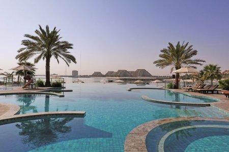 Cum arata cea mai noua destinatie de pe harta de chartere a Romaniei? Vrea sa fie un nou Dubai si se pozitioneaza ca o destinatie de aventura, unde ajungi sa zbori cu 150 km/ ora deasupra unui hau stancos din creierii muntilor. <span style='background:#EDF514'>GALERIE</span> FOTO