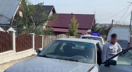 Un pusti de 14 ani aflat la volan a intrat cu masina intr-un stalp, in timp ce fugea de politisti, in Suceava