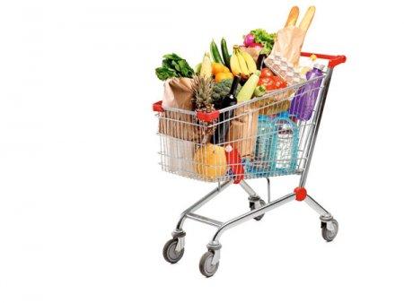 Index alimentar ZF. Cum se vede inflatia in doar o luna in cosul de alimente. Realitatea preturilor: laptele s-a scumpit cu 11-14%, <span style='background:#EDF514'>ULEIU</span>l e mai scump cu 18-21%, iar pretul fainii a crescut cu 20-40%. Rata anuala a inflatiei ar putea sa urce in acest an spre 7% sau chiar peste, dubla fata de limita superioara a intervalului tintit de BNR