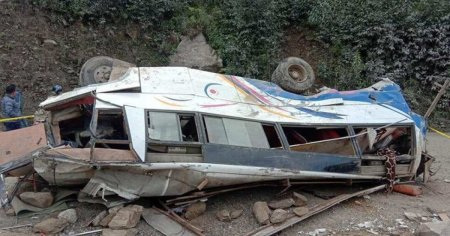 Accident deosebit de grav! Cel putin 28 de oameni au murit! Un autobuz ramas fara frane a cazut intr-o prapastie!