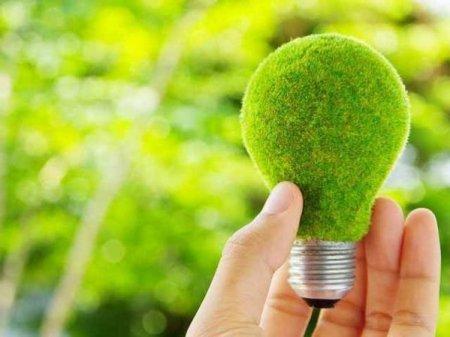 Industria verde: pentru fiecare MW montat intr-un parc solar sau eolian se va crea un loc de munca, direct sau indirect. Pe hartie, cifrele arata ca pentru urmatoarea decada sunt in dezvoltare circa 30.000 MW in proiecte <span style='background:#EDF514'>SOLARE</span> si eoliene, o capacitate care o depaseste pe cea a sistemului energetic din acest moment