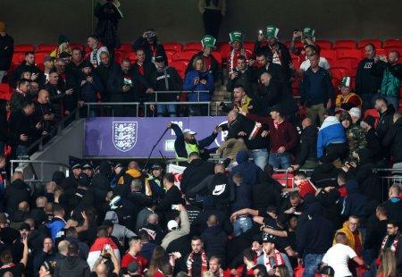 Bataie in tribunele Wembley » Ungurii i-au fortat pe politisti sa se retraga in stadion, dupa ingenuncherea contra rasismului
