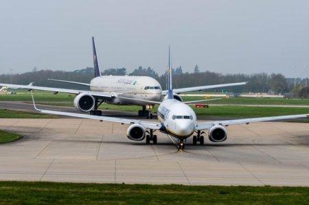Ryanair respinge clientii care au cerut rambursarea pentru <span style='background:#EDF514'>ZBORURI</span>le pierdute din cauza pandemiei, prin anularea tranzactiei de catre banca