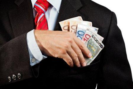 Guvernatorul Bancii centrale a Slovaciei, membru al Consiliului BCE, este acuzat de coruptie