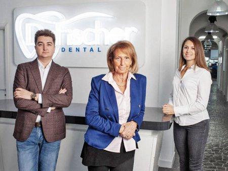 Dr. Fischer Dental pregateste listarea la BVB si vrea sa atraga intre 5,1 si 6,25 milioane de lei printr-un plasament privat de actiuni derulat prin <span style='background:#EDF514'>TRADEVILLE</span>. Compania a fost evaluata la 30-37 milioane de lei inaintea majorarii de capital. Free floatul vizat este de 15%