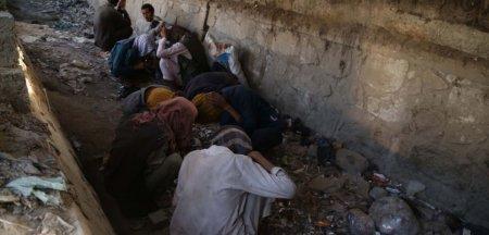 Talibanii au pornit razboiul impotriva drogurilor: zeci de oameni ai strazii, dependenti de droguri, au fost <span style='background:#EDF514'>ARESTATI</span> si internati in centre specializate