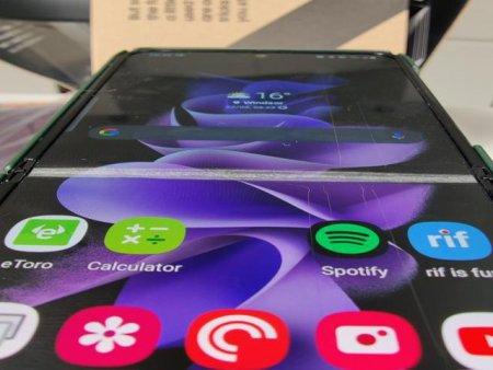 Utilizatorii Galaxy Z Fold 3 reclama faptul ca ecranul se sparge din senin. Compania Samsung a raspuns cu un video