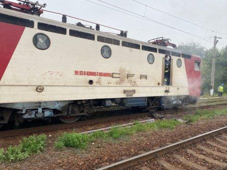 Incendiu la locomotiva unui tren de marfa. Interventia pompierilor, extrem de dificila