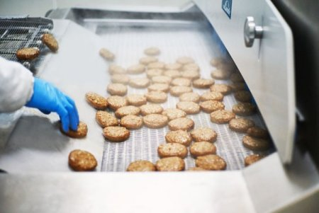 Tranzactie pe piata alimentara: Producatorul de conserve Scandia Food Sibiu cumpara o fabrica de produse congelate din <span style='background:#EDF514'>JUDETUL ILFOV</span> si intra pe un nou segment de piata