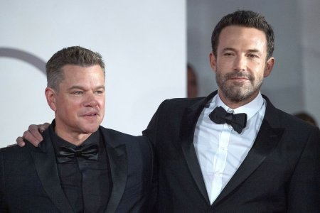 Actorii Matt Damon si Ben Affleck, scenaristii filmului Ultimul duel. Pelicula  are in prim plan Franta Medievala