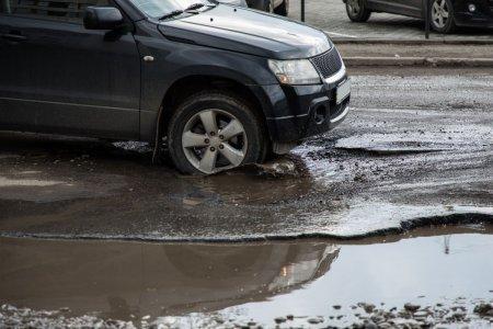 Cum sa nu-ti faci praf masina din cauza gropilor din asfalt