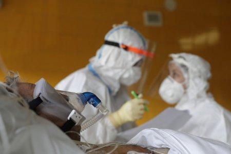 Sase <span style='background:#EDF514'>FOCAR</span>e active de COVID-19, in judetul Sibiu. Zeci de persoane din centre de ingrijire sunt infectate