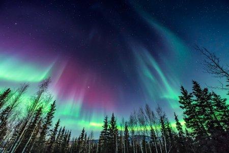 Pa<span style='background:#EDF514'>MANTUL</span>, lovit de o furtuna geomagnetica. Unde vor putea fi vazute aurorele boreale