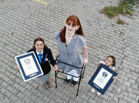 Cea mai inalta femeie din lume: O tanara din Turcia